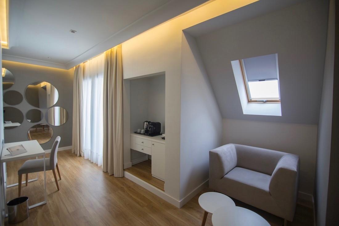 junior-suite-hotel-monte-carmelo-zona-escritorio