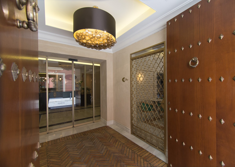 entrada hotel gravina 51 sevilla 03 - Hotel GRAVINA 51. Sevilla.