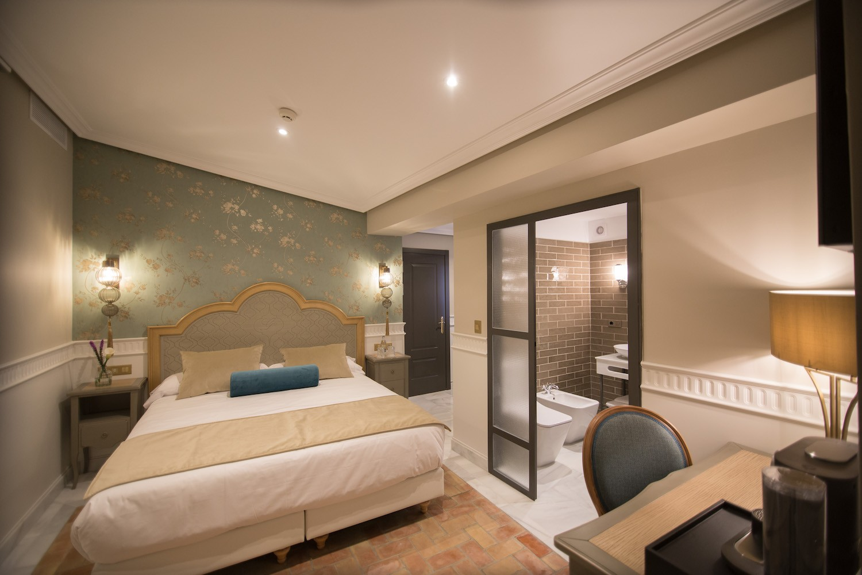 habitacion abuhardillada hotel gravina 51 sevilla - Hotel GRAVINA 51. Sevilla.